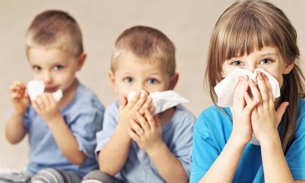 Аллергический насморк у ребенка: симптомы и лечение