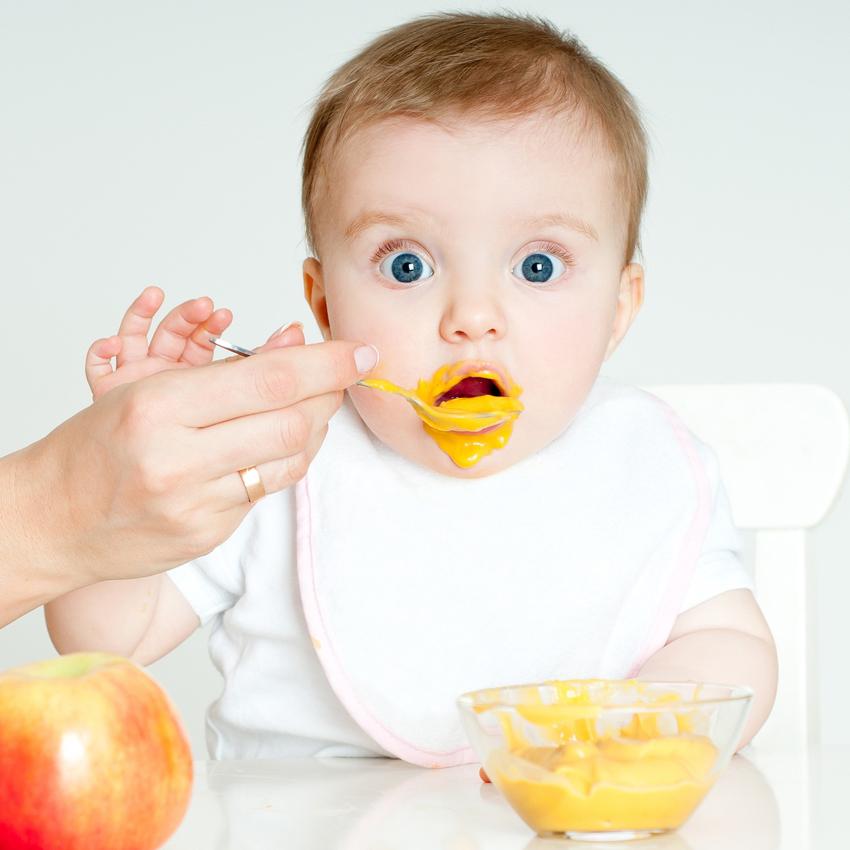 Когда лучше давать ребёнку сок, какой и сколько: полезные советы