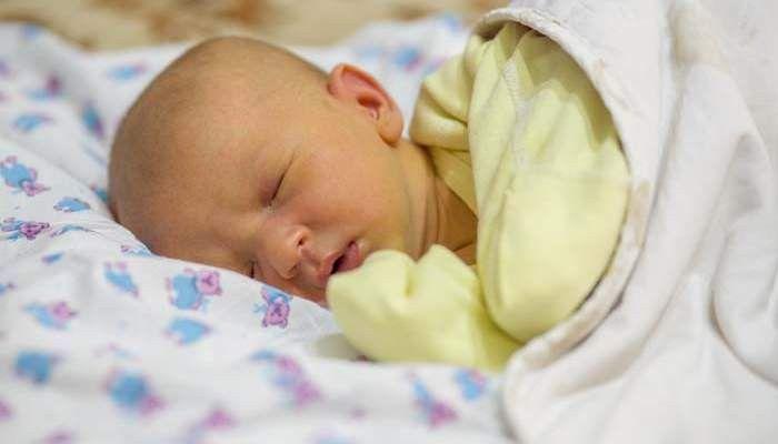 Что делать маме, если у новорожденного газики при грудном вскармливании?