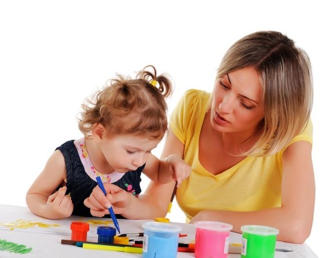 Кому доверить ребёнка: бабушке или няне