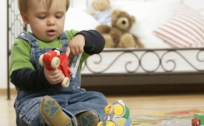 Почему дети ломают игрушки: как реагировать родителям