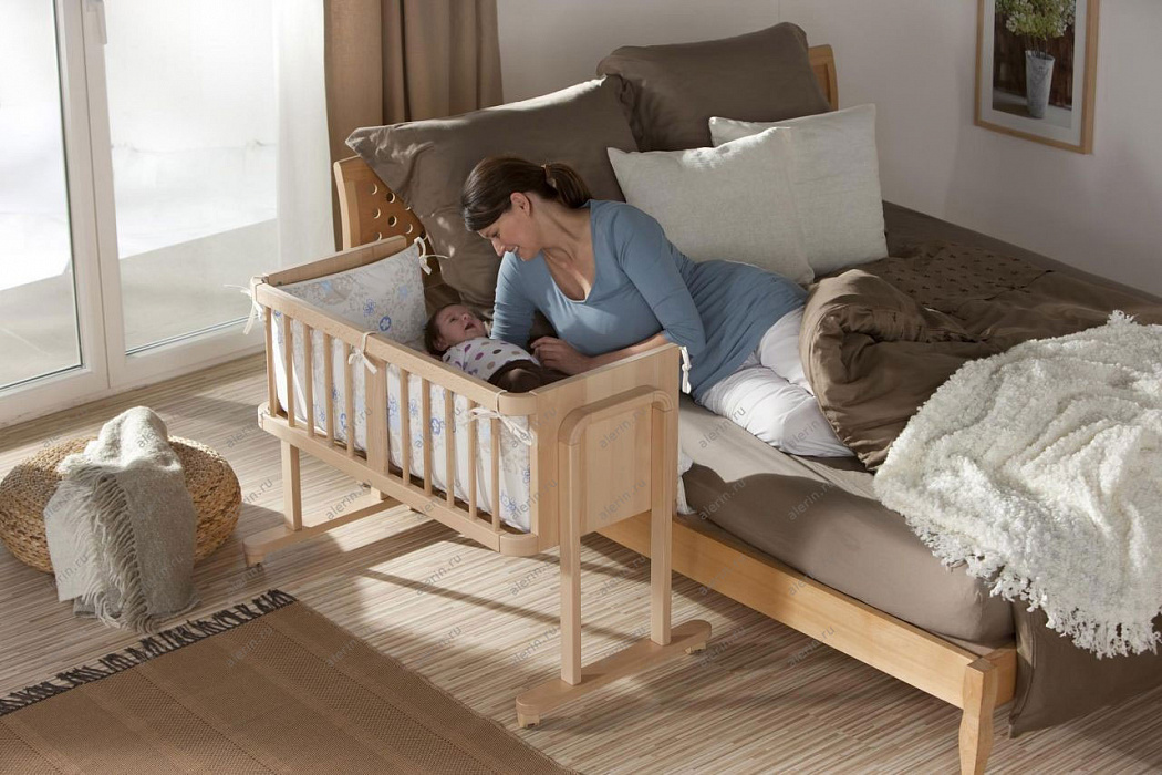 Как застелить кроватку новорожденному и какое постельное белье выбрать