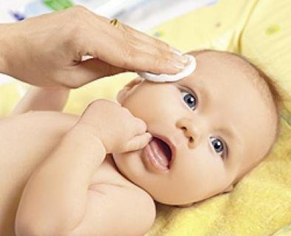 Правильный ежедневный уход за новорожденным с первых дней жизни