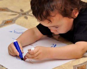 Ребенок левша. 7 причин, почему не стоит «переучивать» - статья сайта о детях imom.me