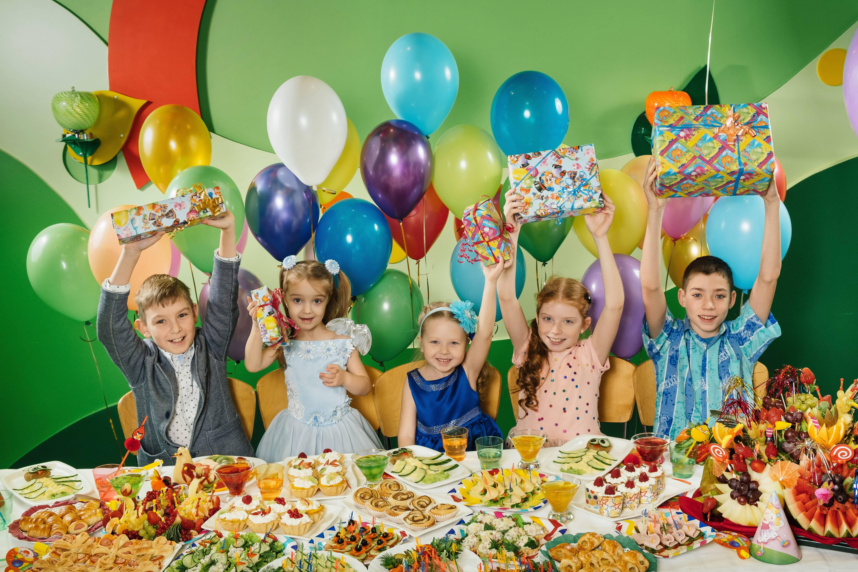 С днем рождения 10 лет девочке или мальчику: игры, конкурсы, как провести, праздник для детей, сценарий, как отметить