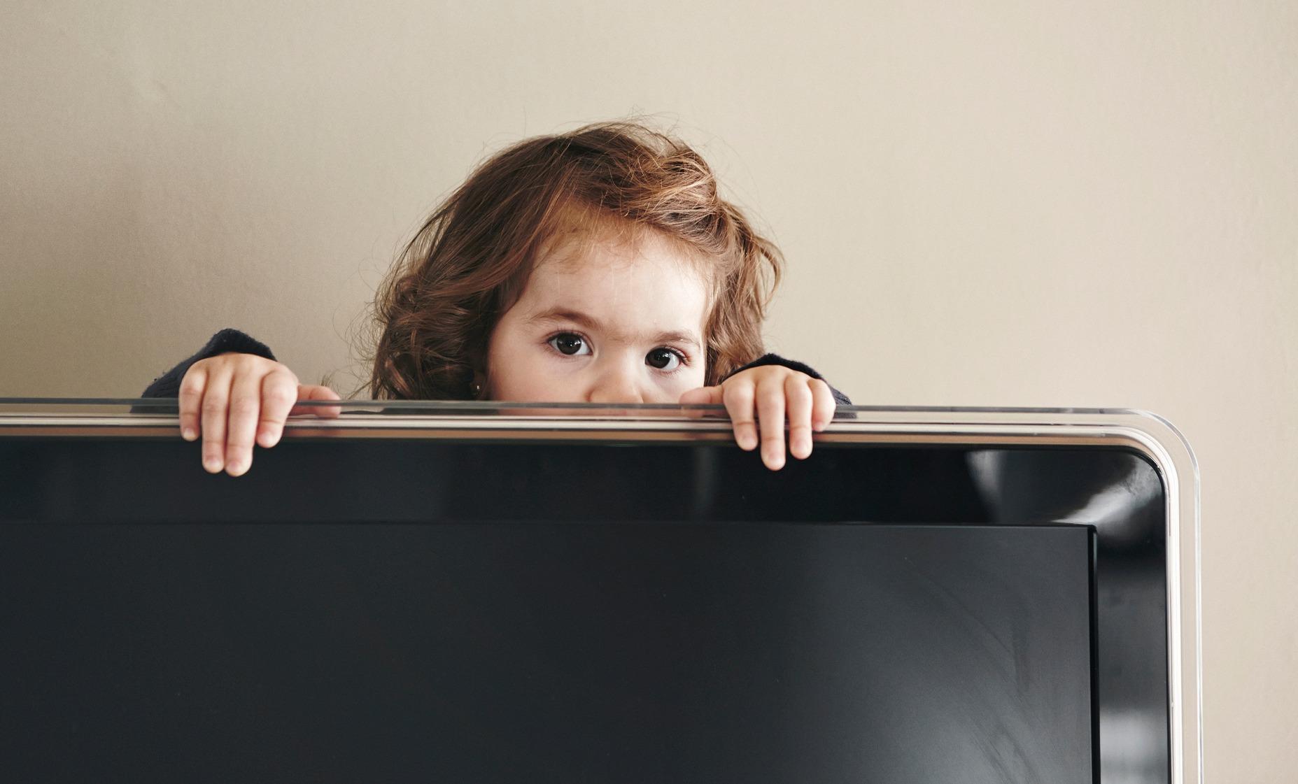 Игровая консоль и телевизор в детской комнате - за и против