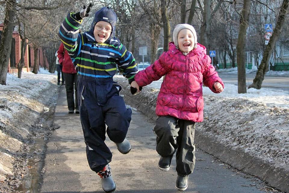Что делать на даче весной с детьми в хорошую и плохую погоду