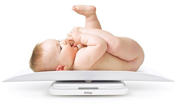 Во сколько малыш начинает переворачиваться на живот или когда маленький ребенок начинает переворачиваться и как научить