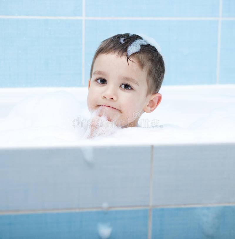 Ребенок стал бояться купаться в ванной