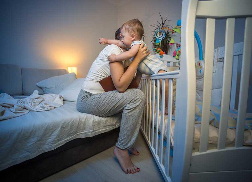Когда ребёнок спит лишь на руках: эффективные советы по отучению малыша от такой привычки