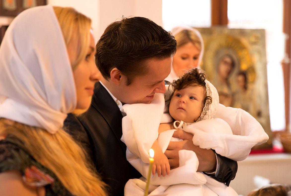 Крестины: обязанности крёстной матери при крещении, до и после