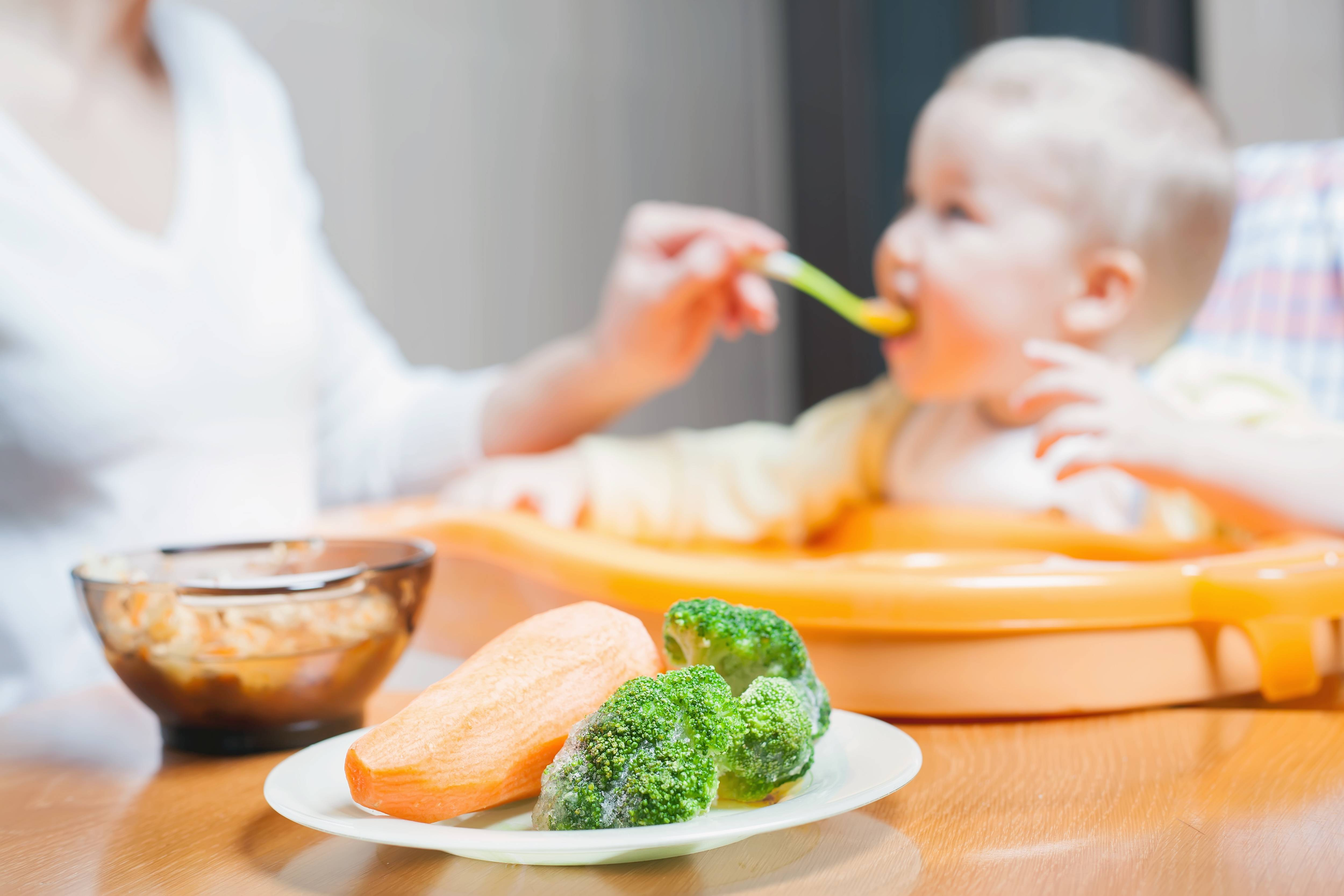 Вводим прикорм: баночное питание