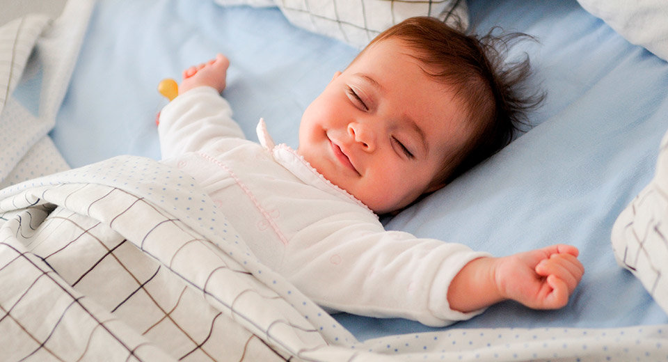 Почему новорожденный ребенок плохо спит днем