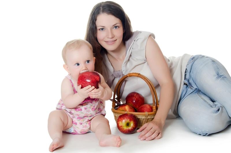 Какие ягоды и фрукты можно кормящей маме