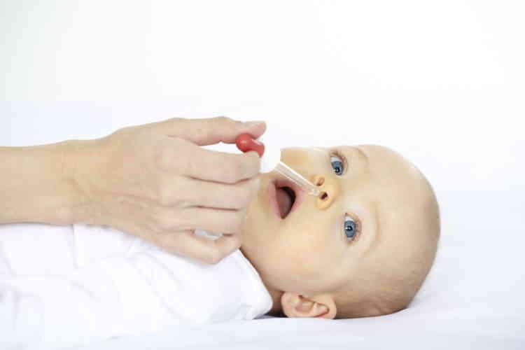 Можно ли капать материнское молоко в нос при насморке у грудничка