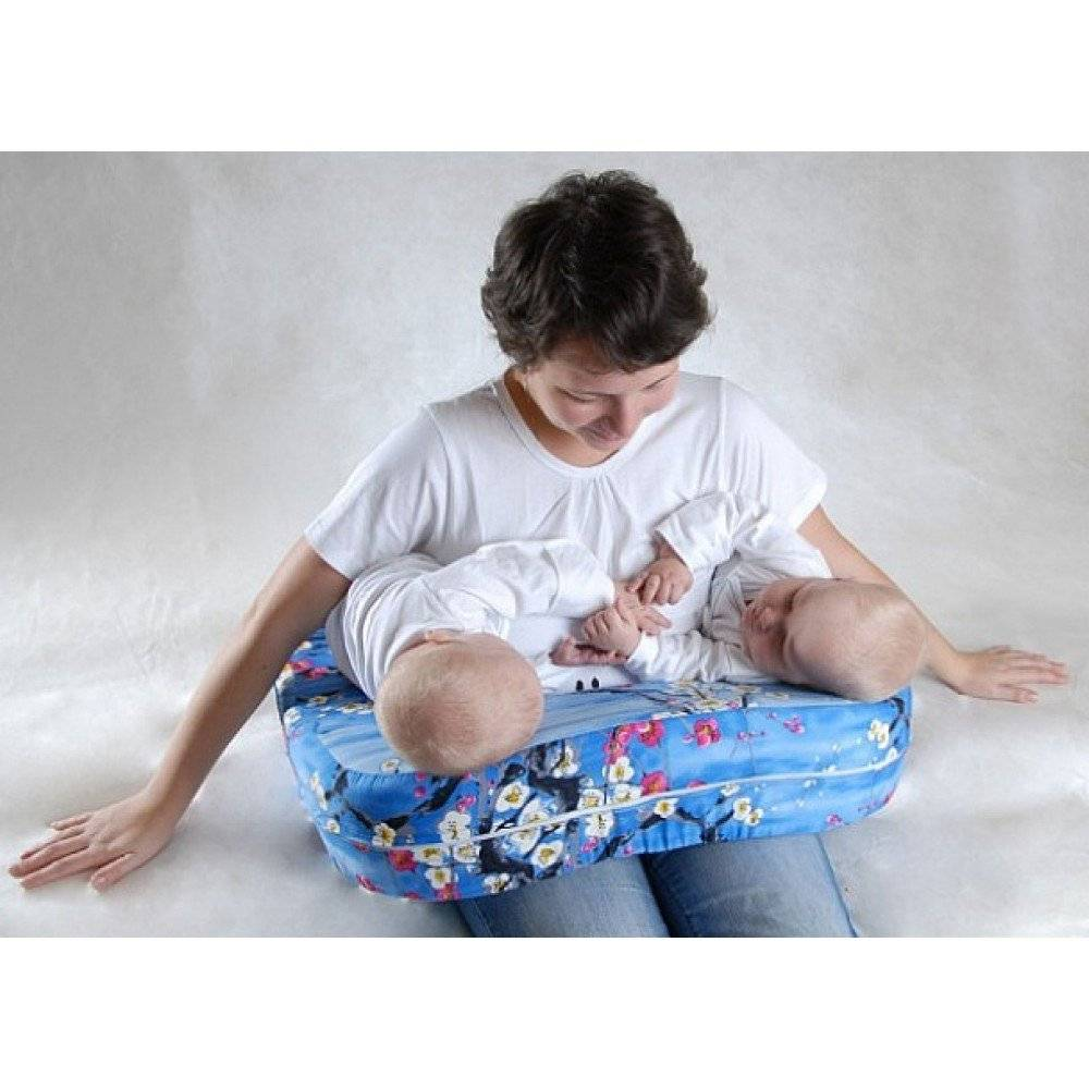 Подушка для кормления грудного ребенка или двойни: назначение и виды, как использовать, отзывы и создание своими руками (выкройки и мастер-класс), фото и видео