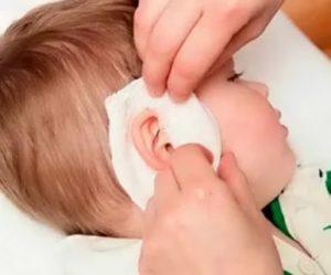 Болит ухо у ребенка – что делать? возможные причины и лечение