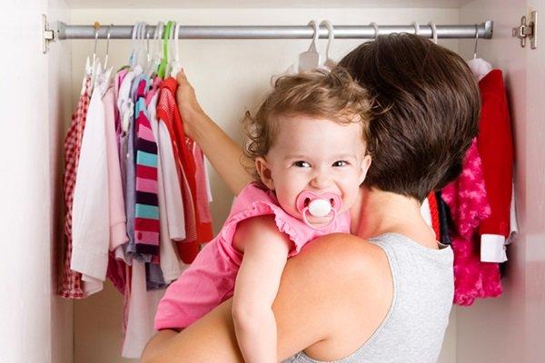 Ты уже большой: 7 способов научить малыша одеваться самостоятельно