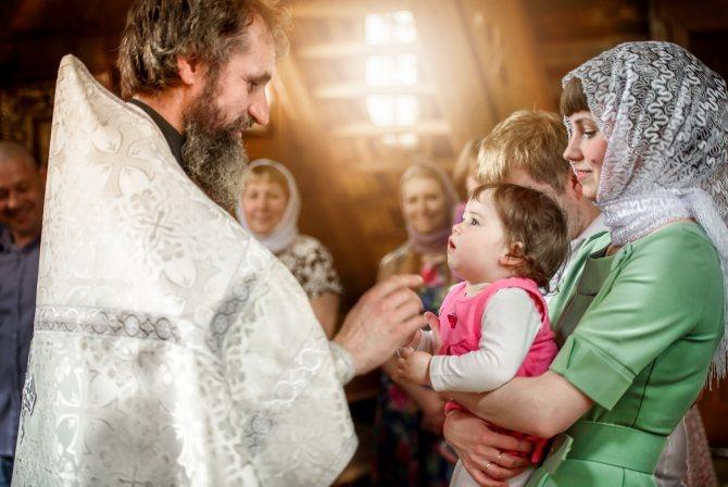 Зачем при крещении дают второе имя, и какие приметы связаны с таинством