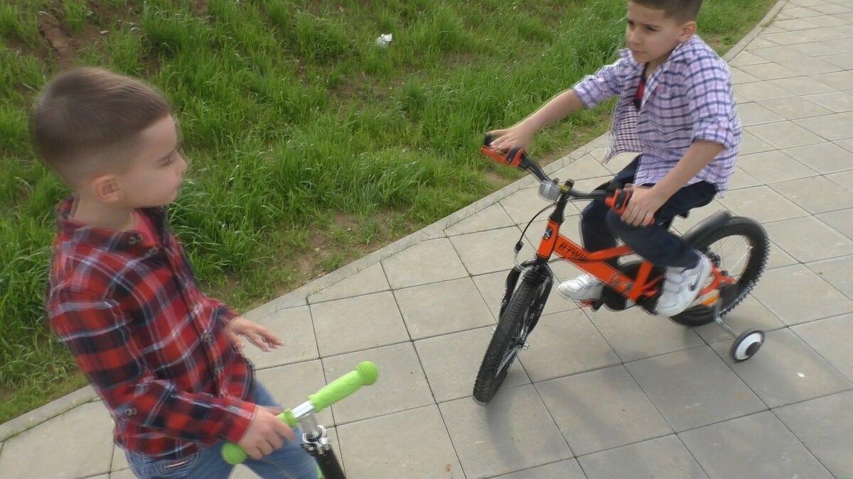 Как научить ребенка кататься на двухколесном велосипеде ?