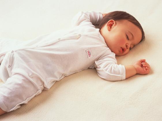 Как должен спать новорожденный комаровский. как должен спать новорожденный? в какой позе класть спать малыша - новая медицина