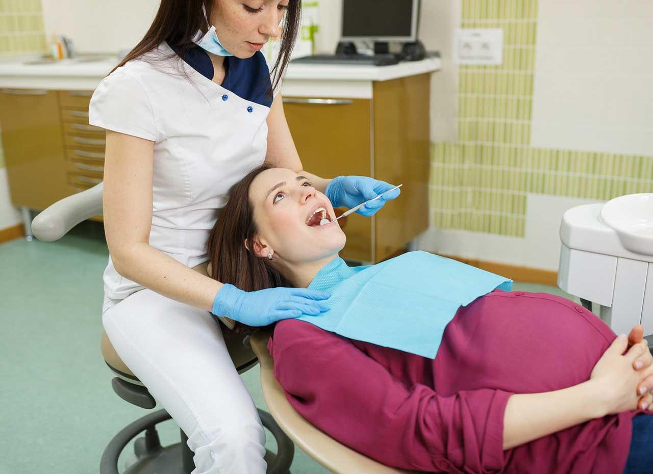 Можно ли лечить зубы во время беременности и как именно