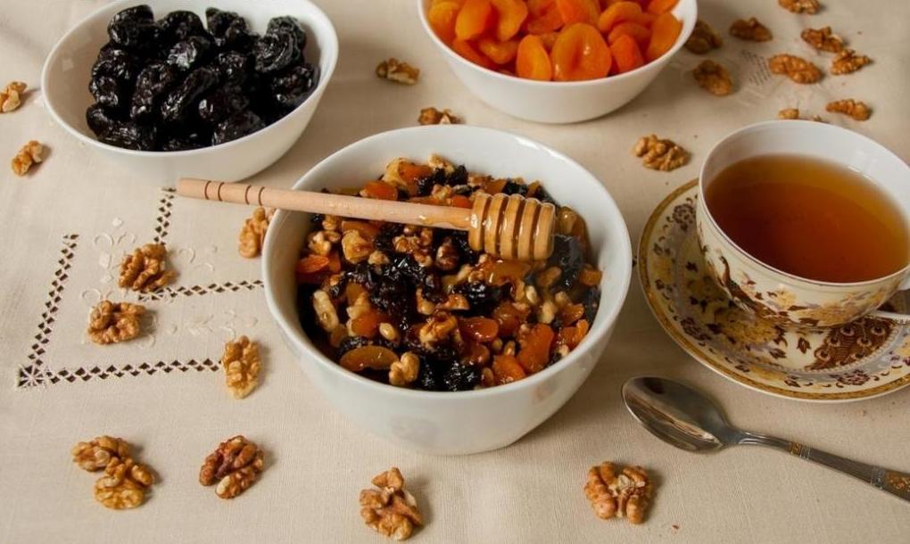 Какие продукты повышают иммунитет у детей: фрукты и орехи, при простуде