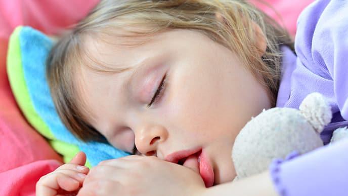 Как отучить ребенка сосать палец | до двух лет, до пяти лет, школьника
