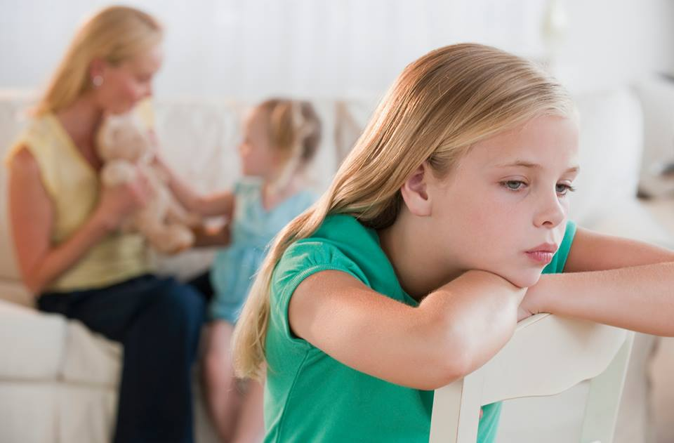 Ребенок ужасно ведет себя с мамой. почему так бывает — психолог екатерина бурмистрова | православие и мир