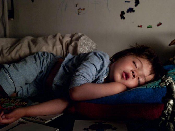 Что делать, если ребенок просыпается ночью с истерикой, причины? советы врача