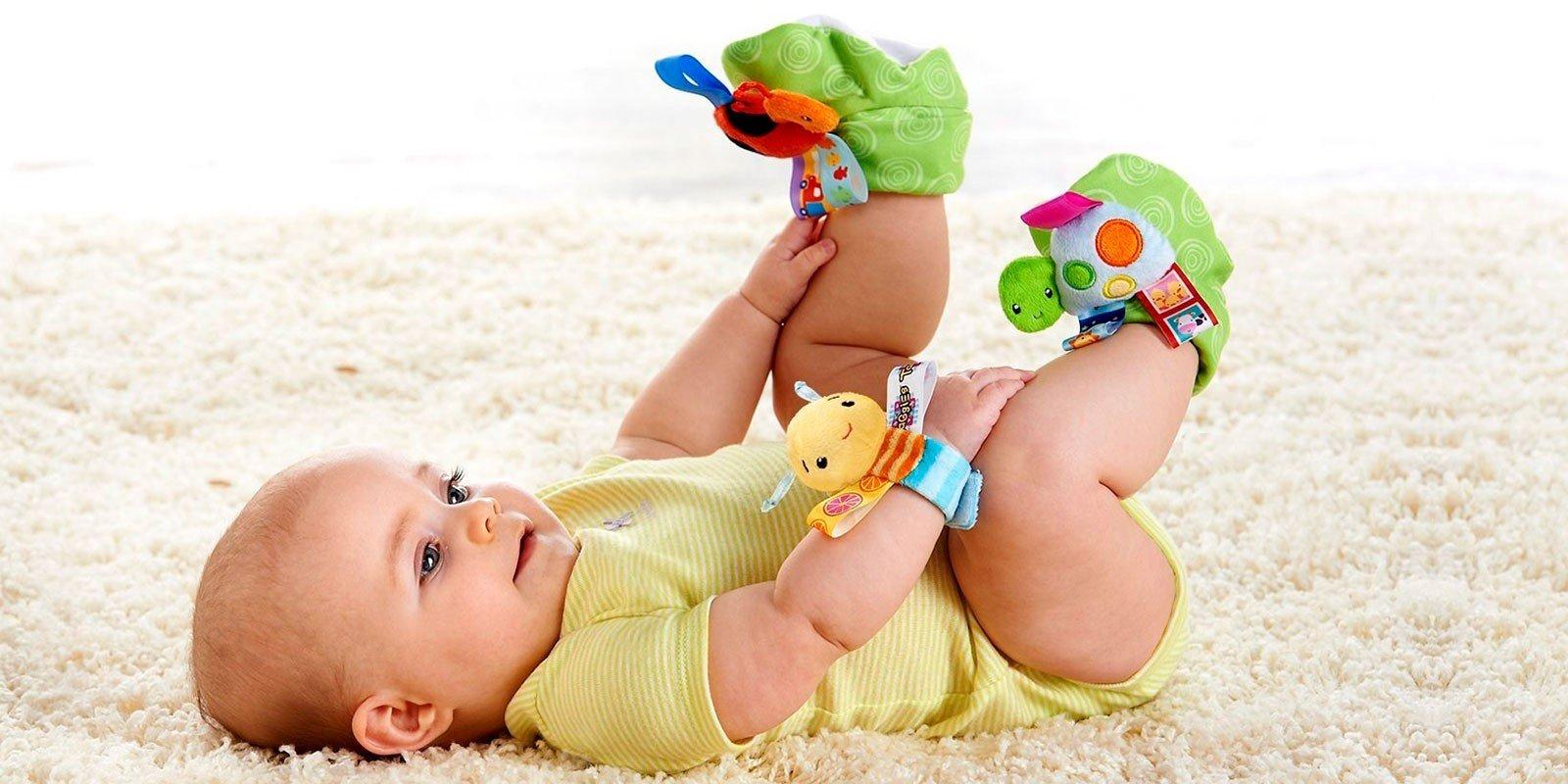 Погремушки для новорожденных — когда можно
