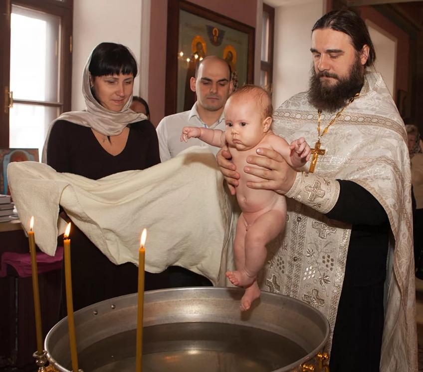 Крестные родители: кому можно быть крестным?