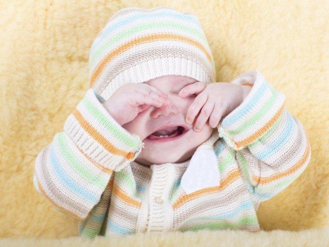Как снять колики и убрать газики у новорожденного младенца? видео