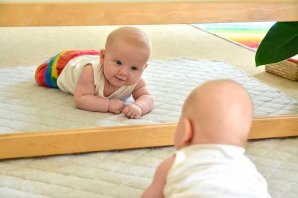 Когда ребенок начинает ползать? | уроки для мам