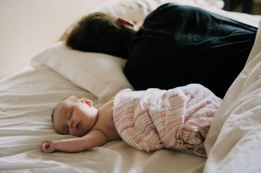 Ребенок днем спит только на руках
