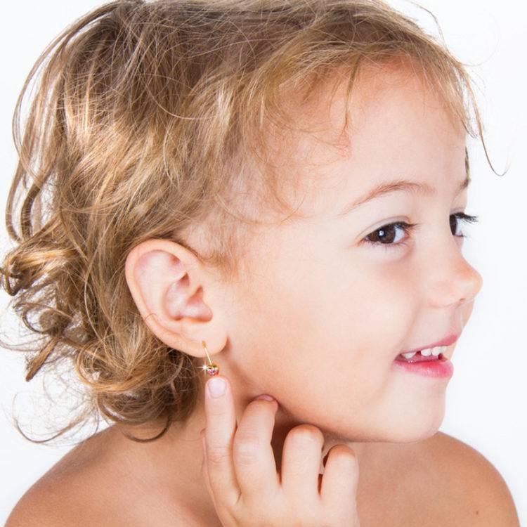 Когда лучше прокалывать уши ребенку: возраст, время года, особенности процедуры