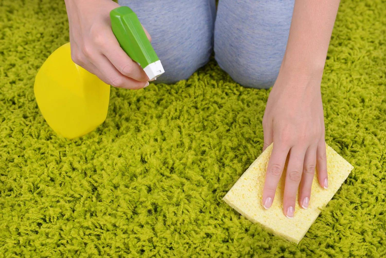 Как почистить ковер в домашних условиях: лучшие средства