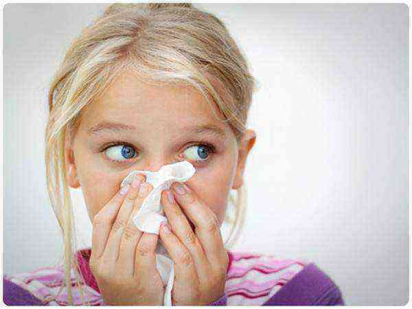 Как лечить насморк у ребёнка до года: эффективные советы и рекомендации безопасных средств