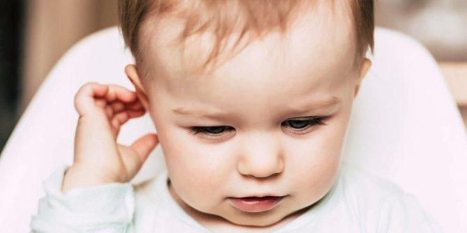 У ребёнка болит ухо: как и чем лечить в домашних условиях, первая помощь