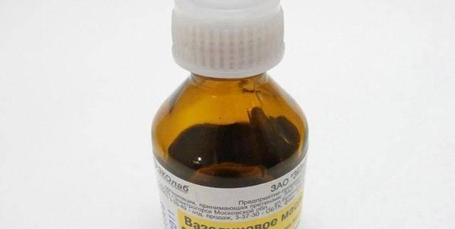 Вазелиновое масло: 8 вариантов применения у новорожденных детей