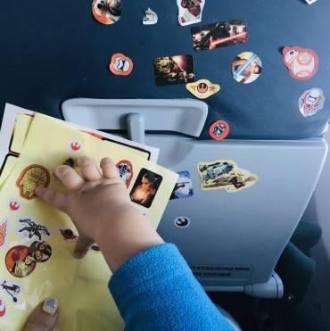 Чем развлечь ребенка в самолете