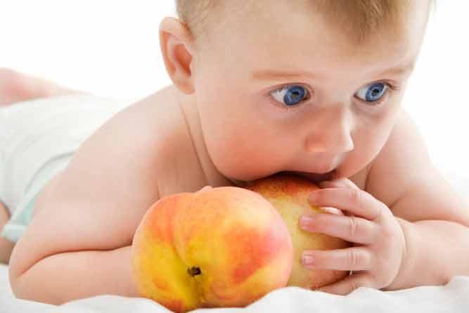 Персики в детском меню: когда и как вводить
