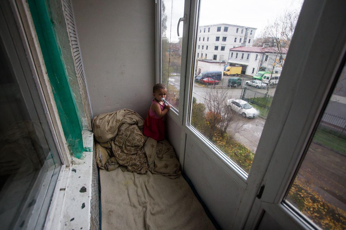 10 причин не укладывать ребенка спать на балконе