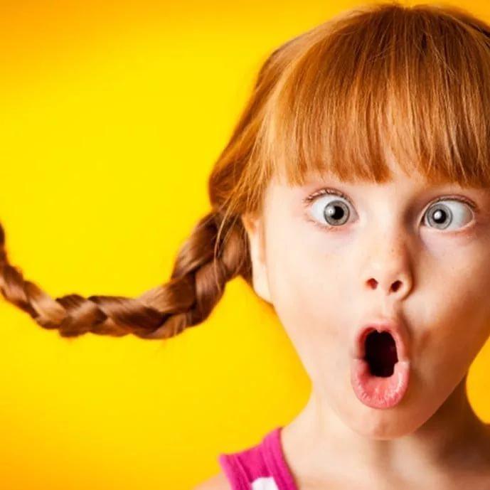 Корчить рожи: почему ребенок кривляется и как его отучить