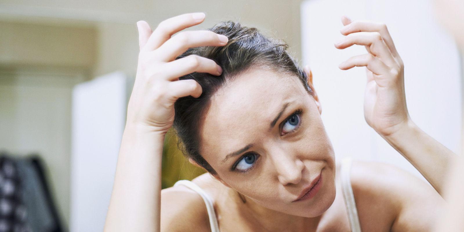 Как избавиться от перхоти на голове у подростков – причины и лечение