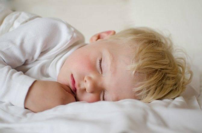 Энурез у детей в 7-10 лет. что делать, если ребенок писается ночью?