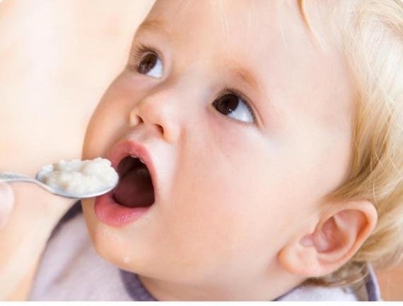 У ребенка кариес молочных зубов: почему он появился и как лечить