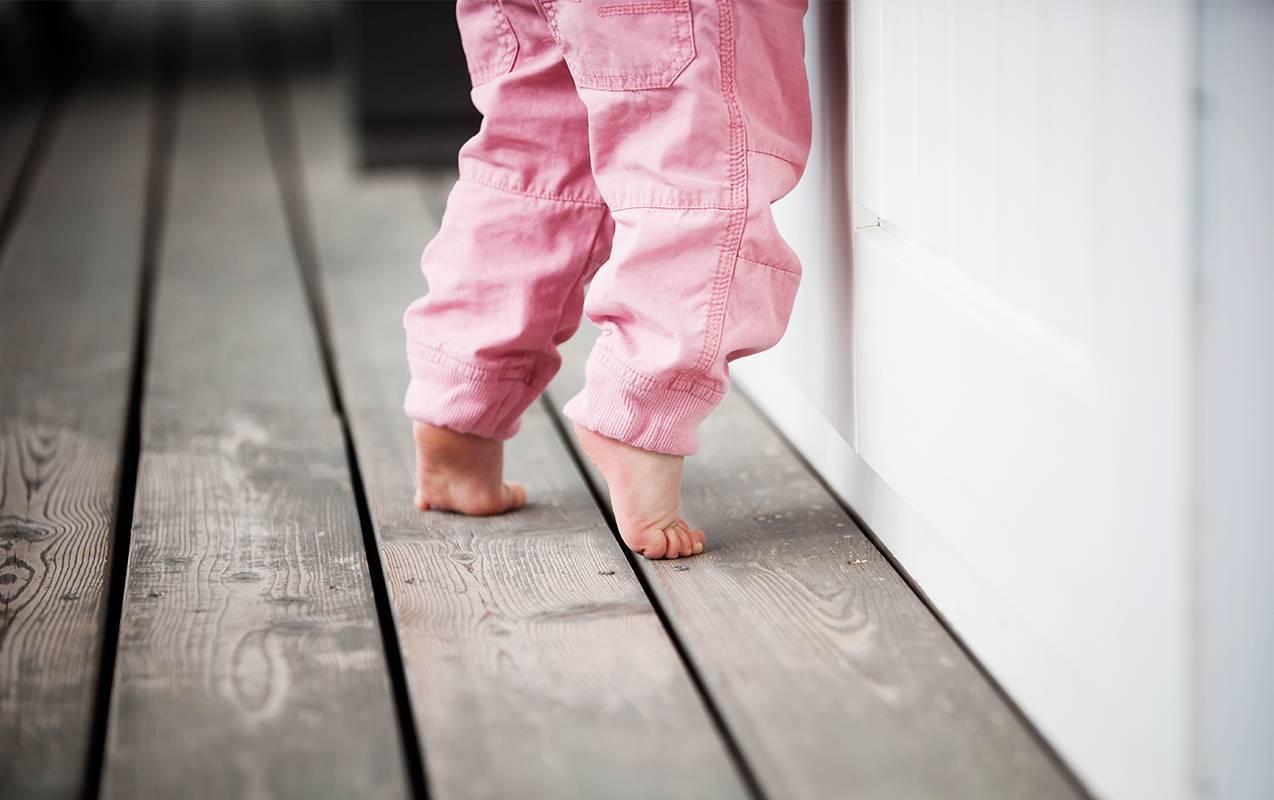 Почему ребенок ходит на носочках или цыпочках