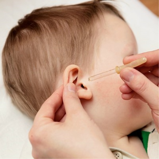 Как капать ребенку глазные капли: подготовка к процедуре
