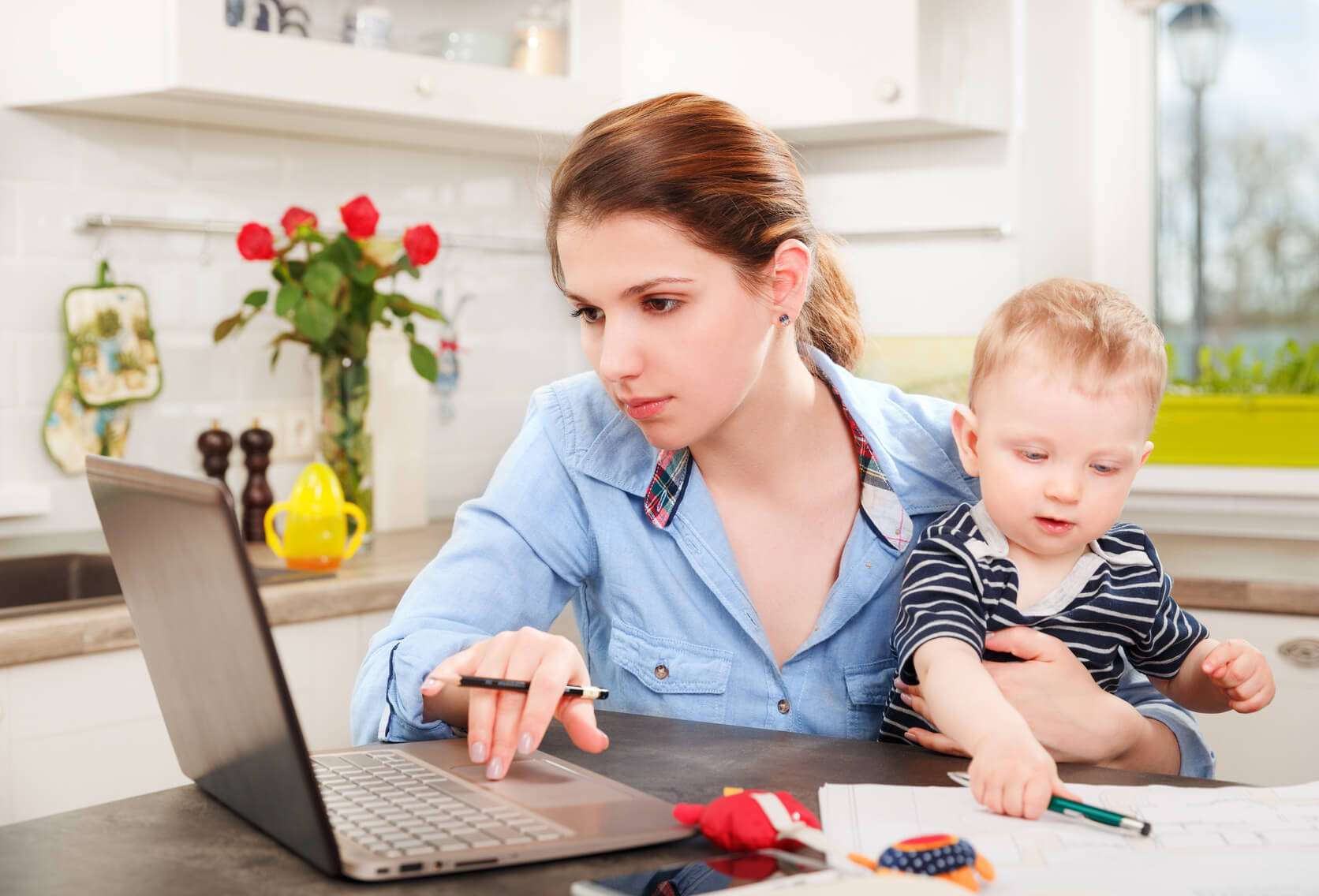 Способы заработка через интернет для мам в декрете (без пирамид и млм)